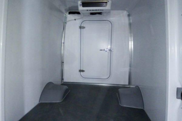 Цельнометаллический мультизоновый фургон (1)