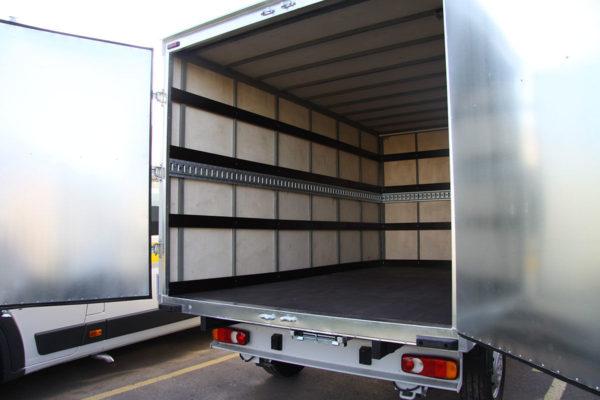 Что можно перевозить в промтоварном фургоне?