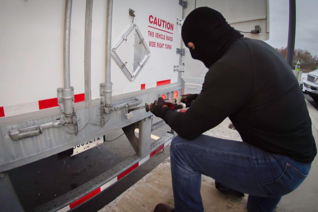 Безопасные грузоперевозки: как избежать хищений