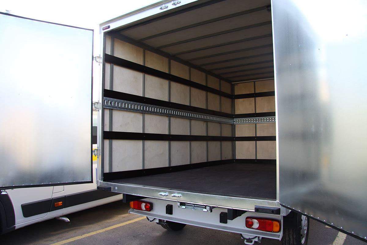 Почему в промтоварном фургоне нельзя перевозить продукты