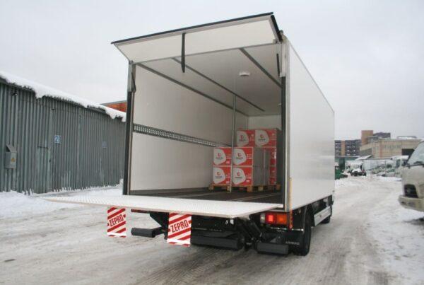 Преимущества вертикальной фиксации грузов в фургоне